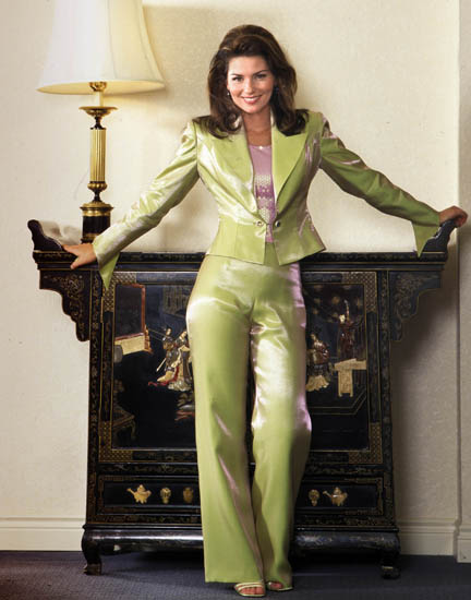 Photo: Shania Twain, Yellow Suit
